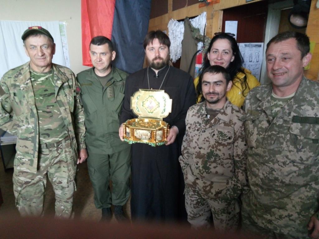 Священики УПЦ відвідали військових АТО із мощами святителя Миколая