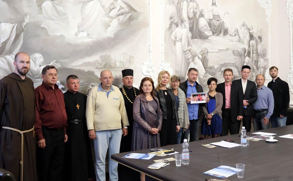 У центрі та на сході України духовні лідери об'єднуються у боротьбі з епідемією ВІЛ/СНІДу