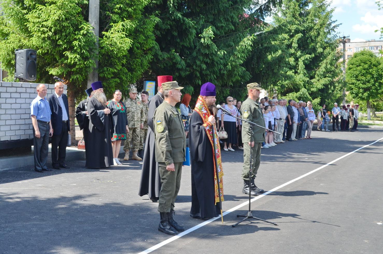 Єпископ УПЦ освятив пам'ятник загиблим українським військовослужбовцям