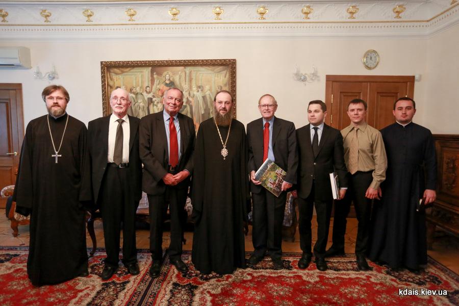 Керуючий справами УПЦ розповів британському пастору-місіонеру про ситуацію в Україні