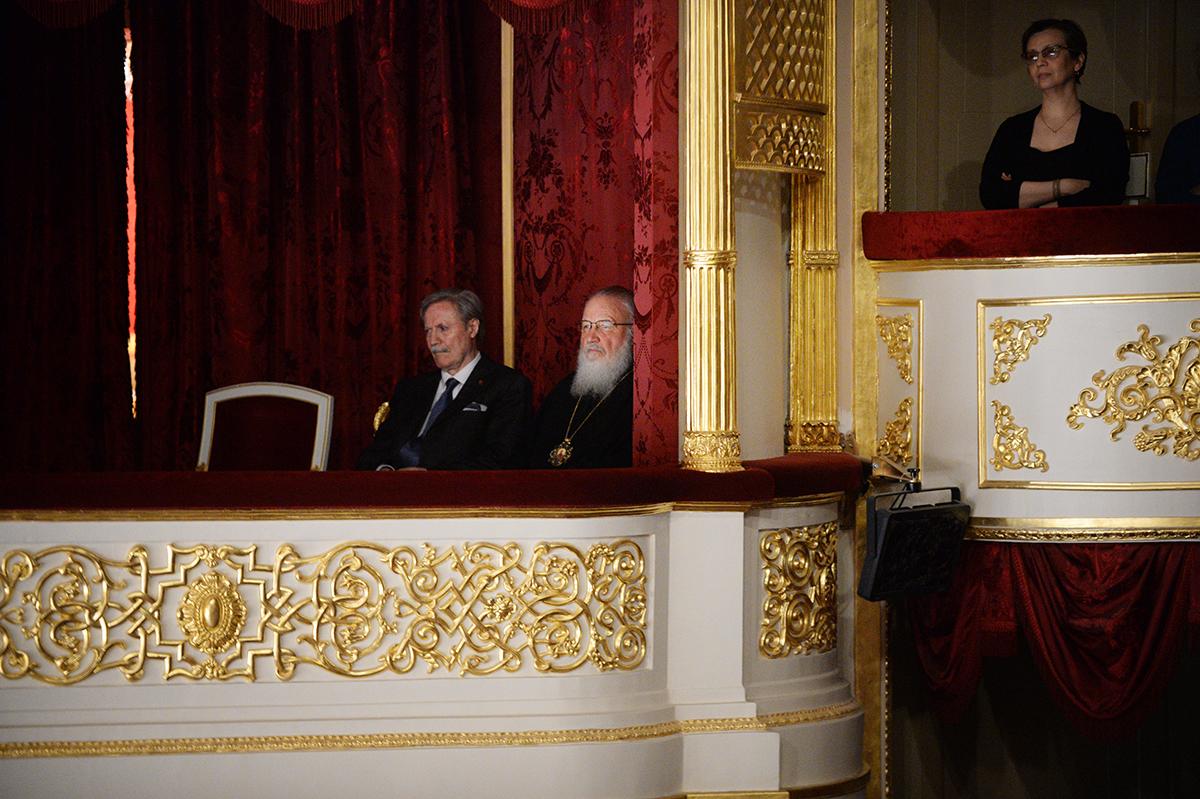 Патриарх Кирилл сходил в театр на комедию