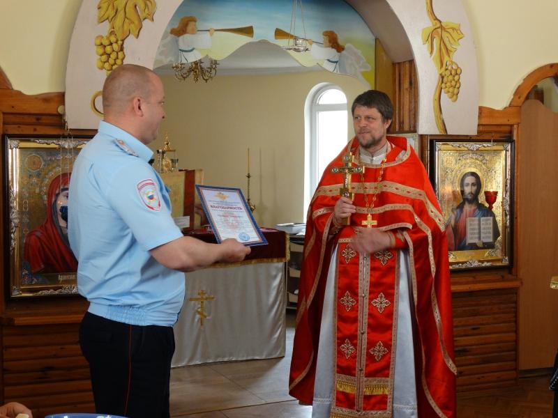 Російська поліція у Криму відзначила храмове свято церкви, відібраної в УПЦ КП