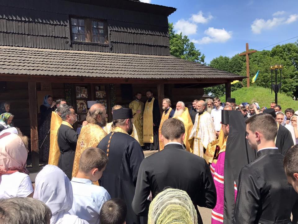Єпископ УПЦ шукав з владою Коломиї шляхи вирішення напруженої ситуації навколо спірного храму