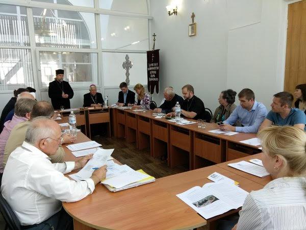 Католики, православні, мусульмани, протестанти провели у Харкові круглий стіл «Від конфлікту до розбудови миру: Виклики і досвід реґіону»