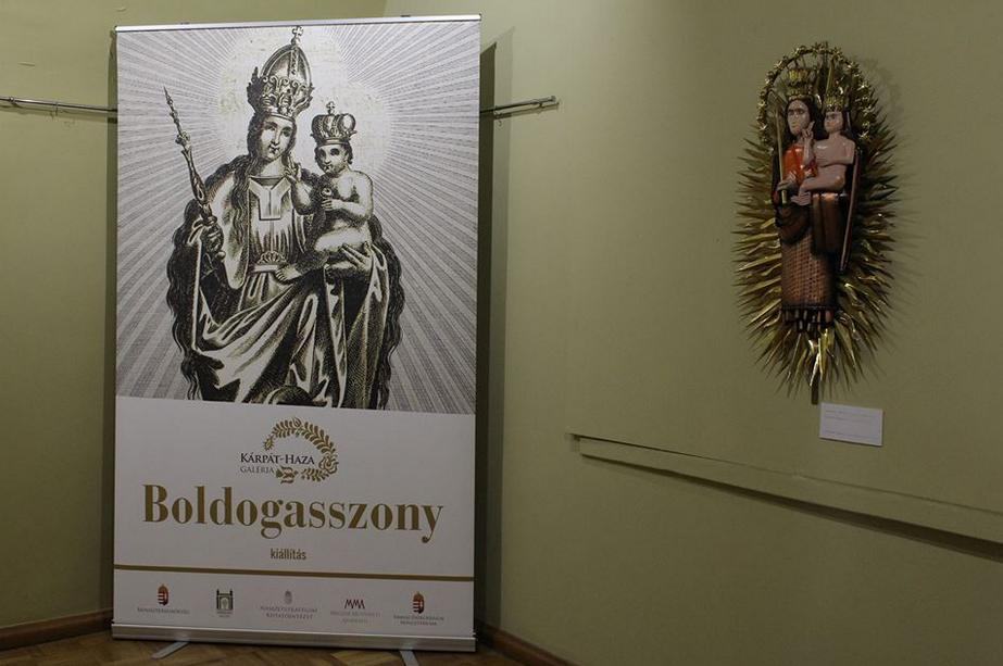 Угорці презентували у Мукачеві виставку картин «Богородиця»