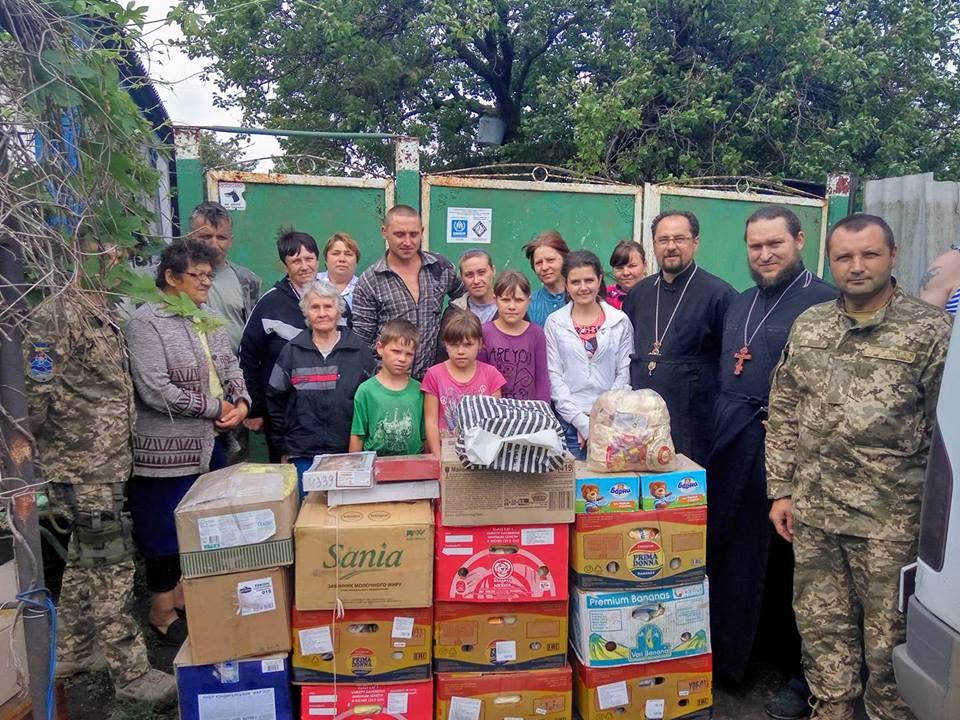 Священики УПЦ доставили черговий гуманітарний вантаж військовим та місцевому населенню у зоні АТО