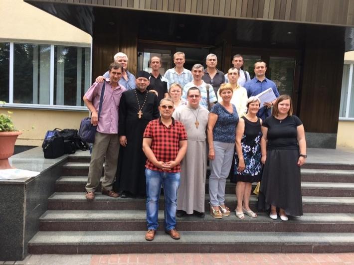 Чергова група душпастирів отримала сертифікати й посвідчення в