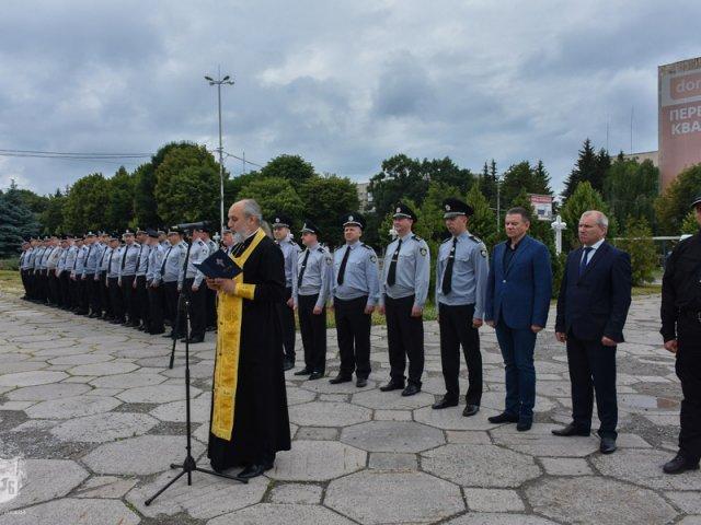 Священик УПЦ освятив нові автомобілі патрульної поліції Вінницької області