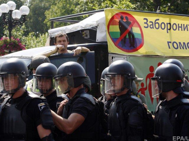 Христиане-протестанты столкнулись с полицией во время шествия ЛГБТ-сообщества