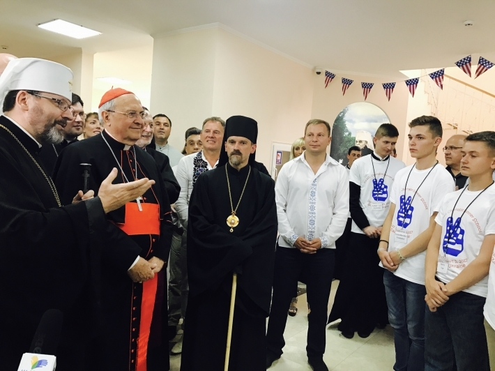 Товариство українців-католиків зі США організувало для дітей з родин учасників АТО і переселенців ІІІ благодійну школу англійської мови