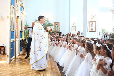 У парафії УАПЦ на Львівщині одразу 60 дітей приступили до першої сповіді