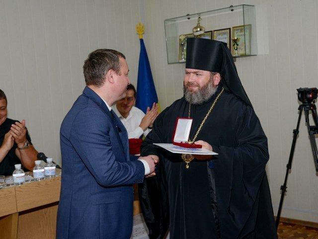 Єпископ УПЦ КП нагородив працівників слідчих органів Харківської області