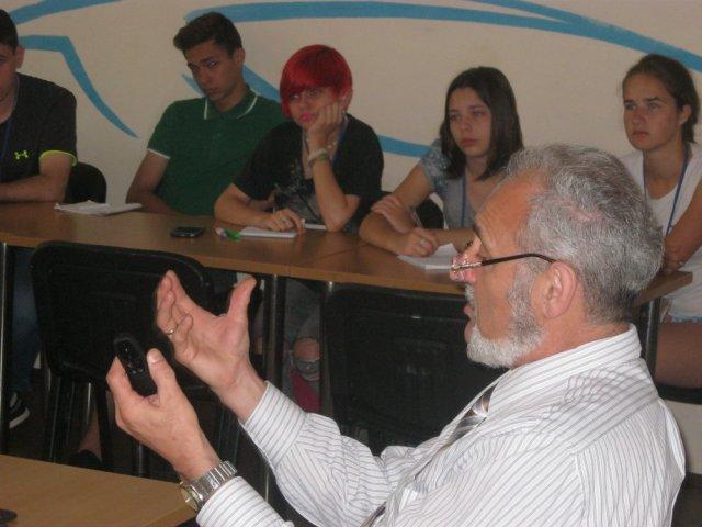 Молодь і Протестантизм. Репортаж з релігієзнавчої школи у Києві