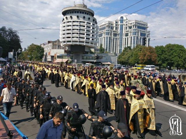 УПЦ нарахувала 100 тисяч учасників ходи, поліція — 15 тисяч