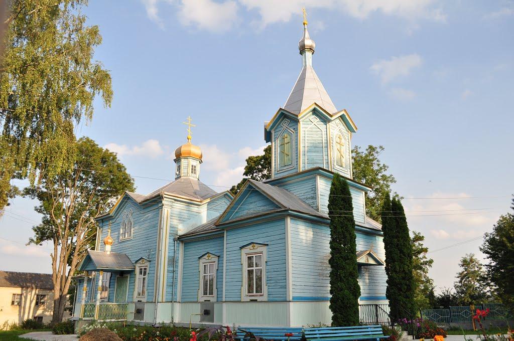 На Тернопільщині православні громади поділили церковний будинок