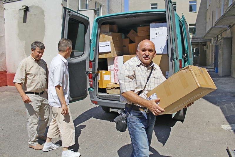 В Харькове христиане передали госпиталю 400 кг медицинских материалов для раненых бойцов