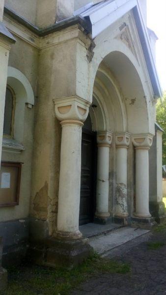 На Львівщині руйнується столітній костел