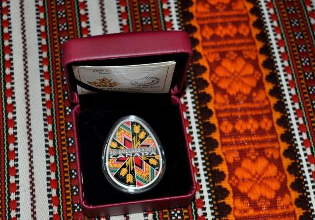 Коломийський музей поповнила друга срібна монета-писанка, яку випустив Королівський монетний двір Канади