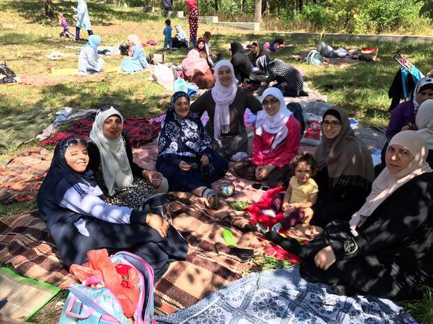 70 киевских мусульманок вывезли на природу отдохнуть от семейных дел