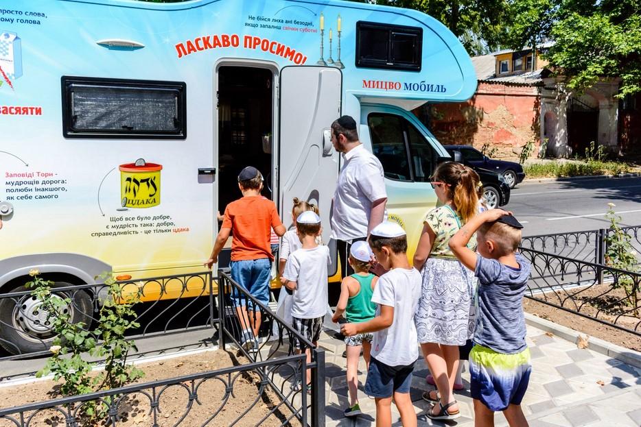 По югу Украины успешно проходит путешествие мицвамобилей