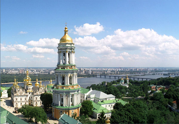 У Києво-Печерській лаврі покажуть вишиту карту України і картини з церквами
