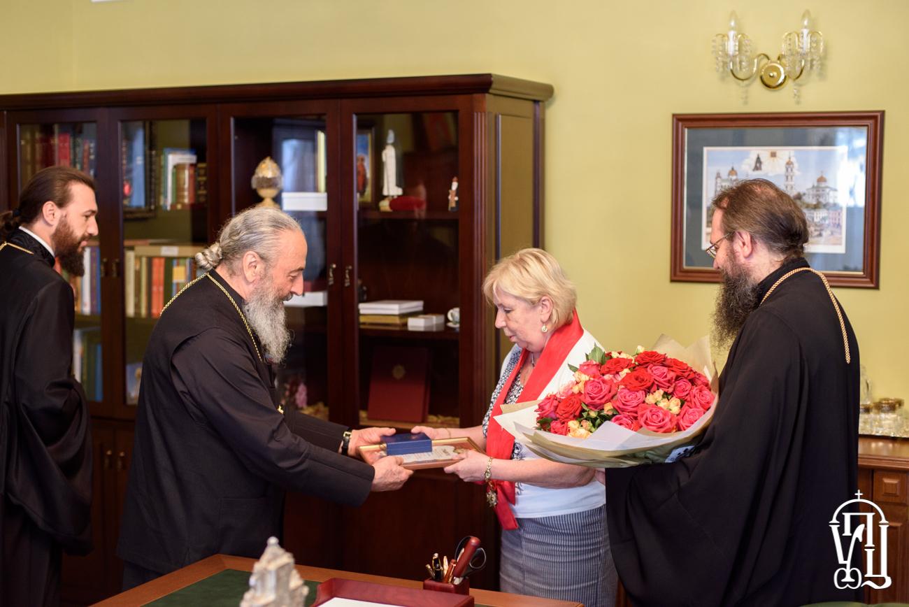 Митрополит Онуфрій нагородив журналістку, яка готує сюжети про УПЦ