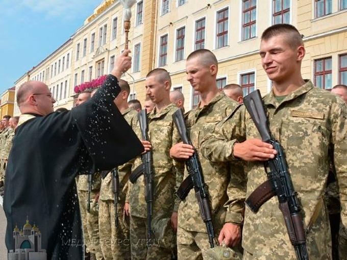 Капелани УГКЦ благословили курсантів-першокурсників Національної академії сухопутних військ
