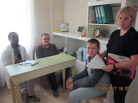 Італійські медики через посередництво УГКЦ обстежили дітей з особливими потребами на Буковині