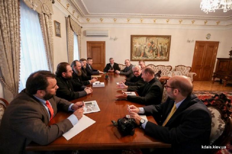 УПЦ обговорює подальшу співпрацю з католицьким фондом