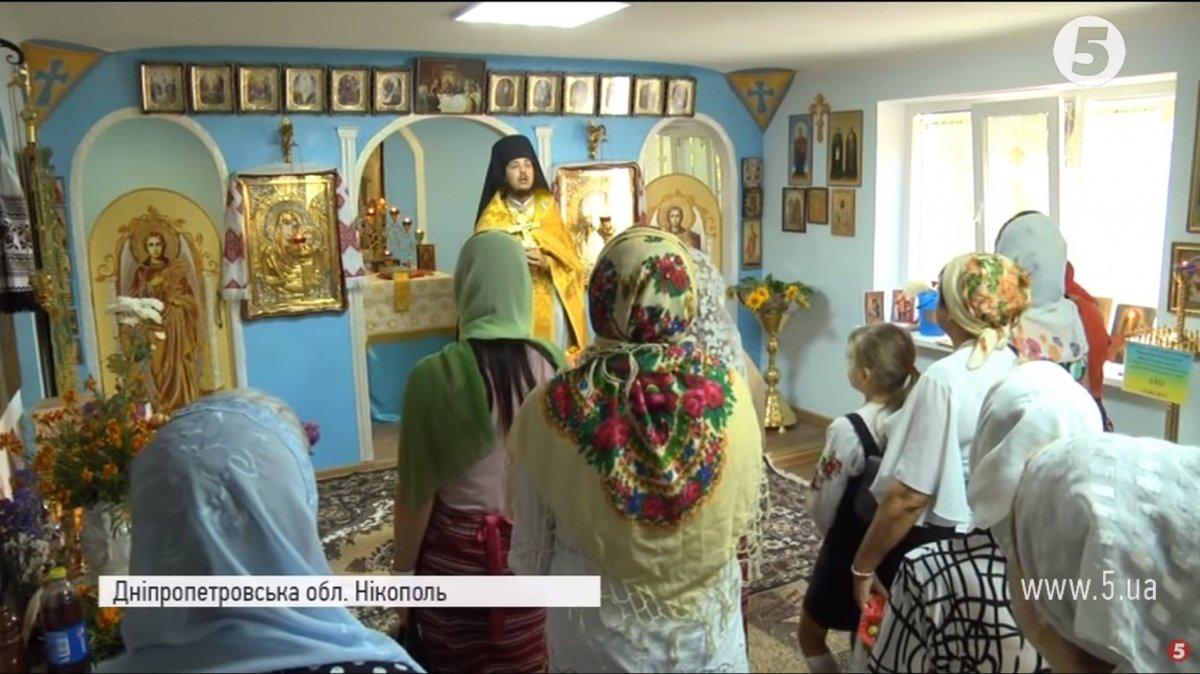 Священик УПЦ КП покинув храм у Підмосков