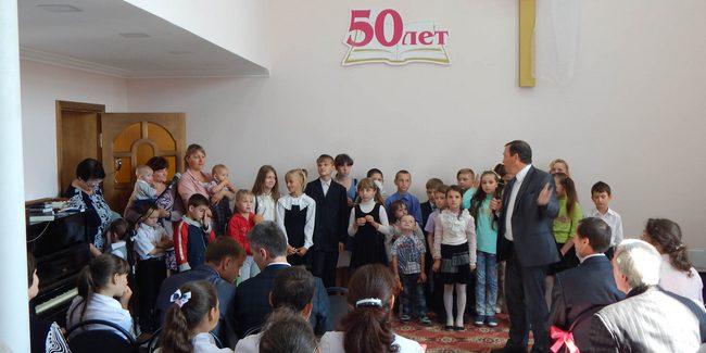 Мэр Лисичанска поздравил общину адвентистов с 50-летием