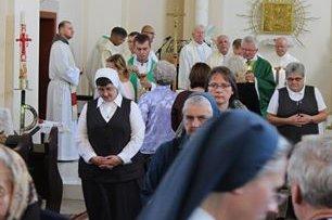 Єпархіальні зустрічі для угорської та україномовної католицької молоді проходять на Закарпатті відокремлено
