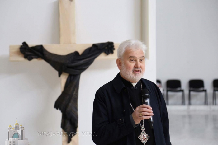 Єпископ УГКЦ передав для Казахстану пам'ятний знак депортованим українцям