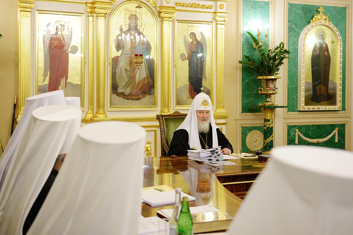РПЦ хвалит Путина за миротворчество и пытается урезать самостоятельность УПЦ