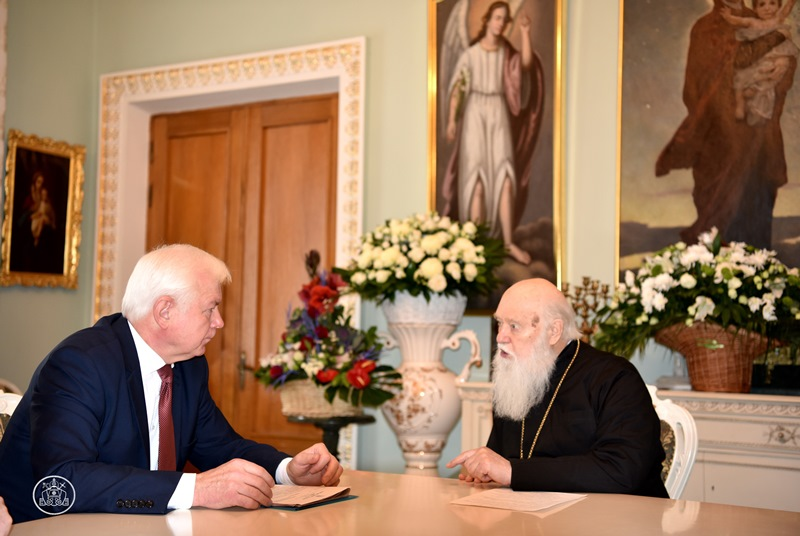 Патріарх Філарет обговорив з генералом армії питання війни на Донбасі