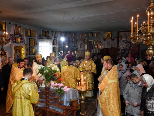 Голова Вінницької обладміністрації разом з митрополитом УПЦ відвідали храм і мешканців села, яке постраждало від вибухів