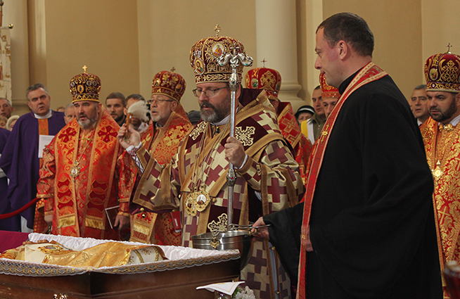 """У Львові поховали столітнього єпископа-місіонера, який казав, що майбутнє України """"кується"""" на Сході"""