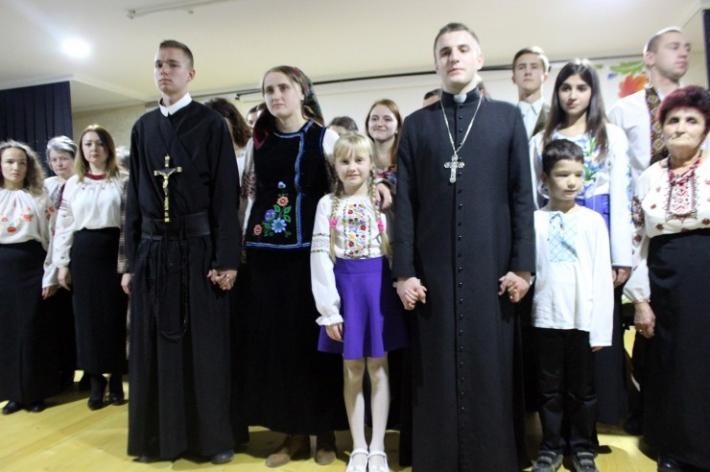 """Греко-католики представили виставу """"Благословенна будь, мамо"""" про священномученика Василія Величковського"""