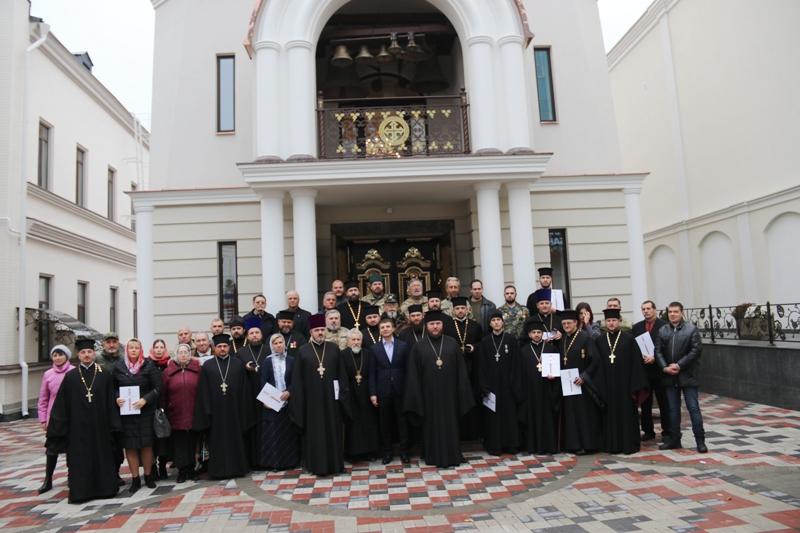 Влада Дніпропетровщини нагородила волонтерів і військових капеланів УПЦ КП