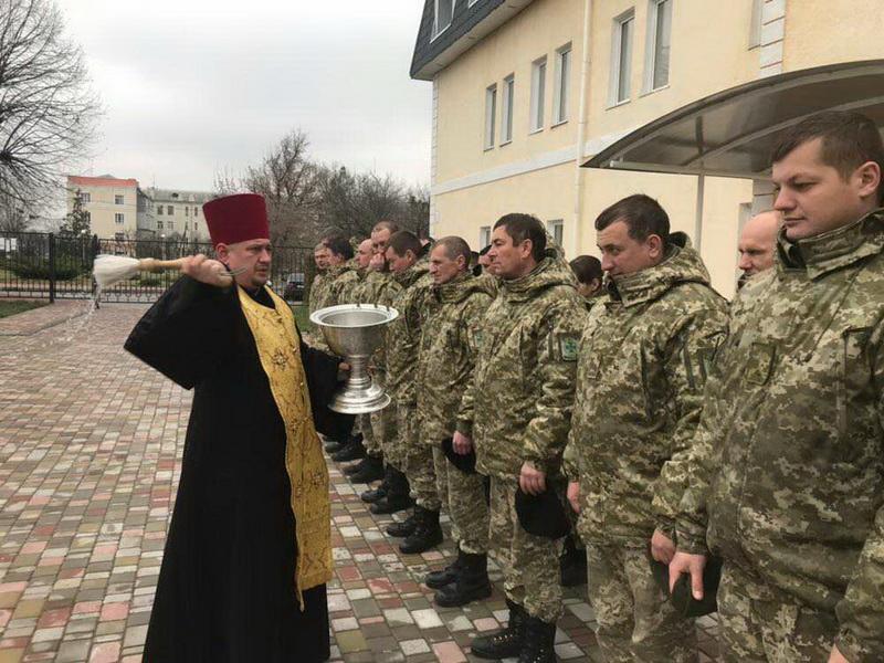 Священик УПЦ КП відвідав Харківську окрему авіаційну ескадрилью