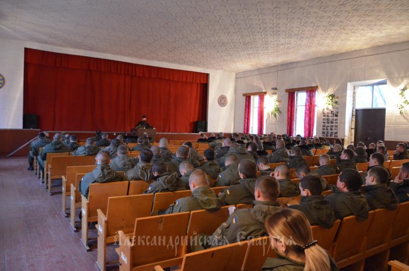 Архієрей УПЦ проводить регулярні бесіди з особовим складом військової частини