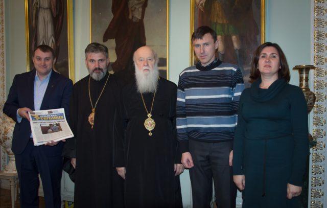 Патріарх Філарет нагородив кримчан, які утверджують на півострові українські цінності