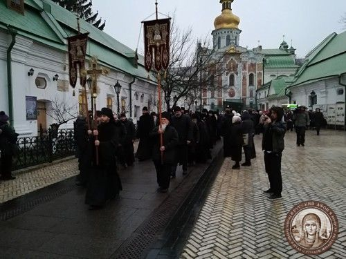 Десятки тысяч верующих поклонились впервые принесенным в Киевскую лавру мощам и посоху св. Паисия Величковского, а ученые и богословы из 13 стран приняли участие в Паисиевских чтениях