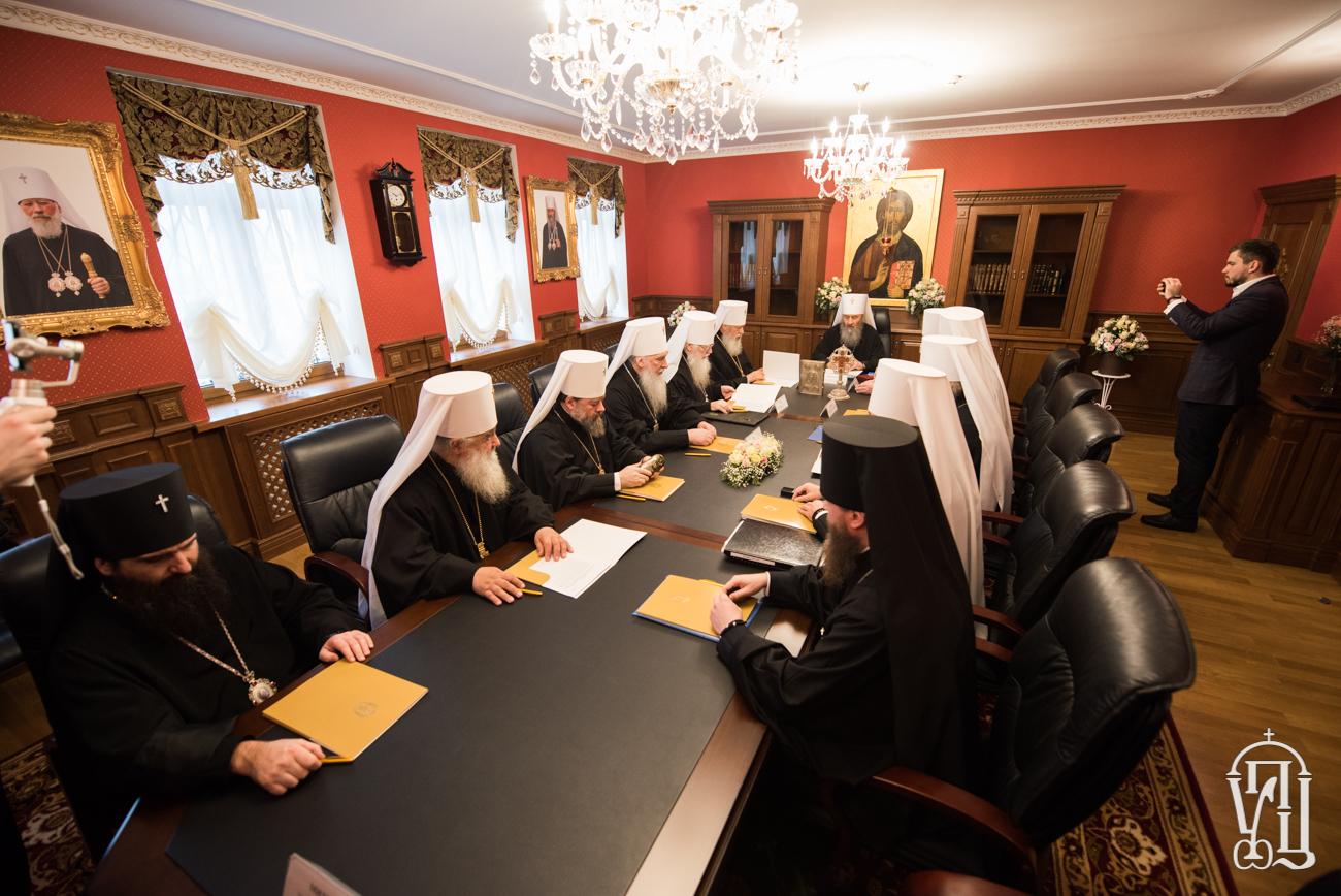 УПЦ (МП) висловила готовність до переговорів з УПЦ КП і хоче збільшити кількість священнослужителів для підтримки бійців у зоні АТО