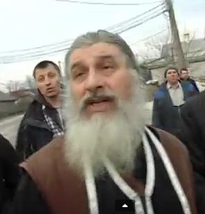 Суд визнав невинним священика УПЦ, який вирив труну з тілом дружини для поклоніння у храмі
