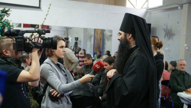 УПЦ разом з католиками влаштувала різдвяний обід для бідних та безхатченків