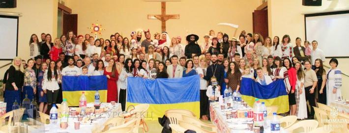 Священик УГКЦ влаштував свято Різдва українцям в Об'єднаних Арабських Еміратах