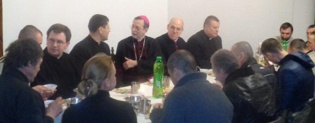 Апостольський нунцій повечеряв разом з київськими безхатьками