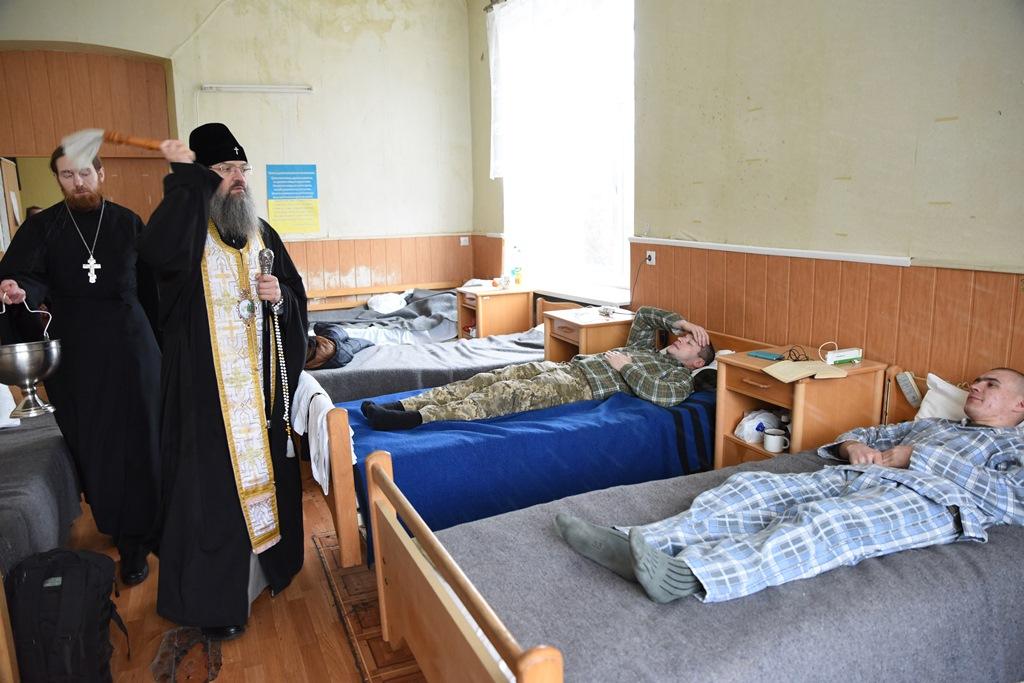 Запорізький митрополит УПЦ відвідав пацієнтів військового госпіталю