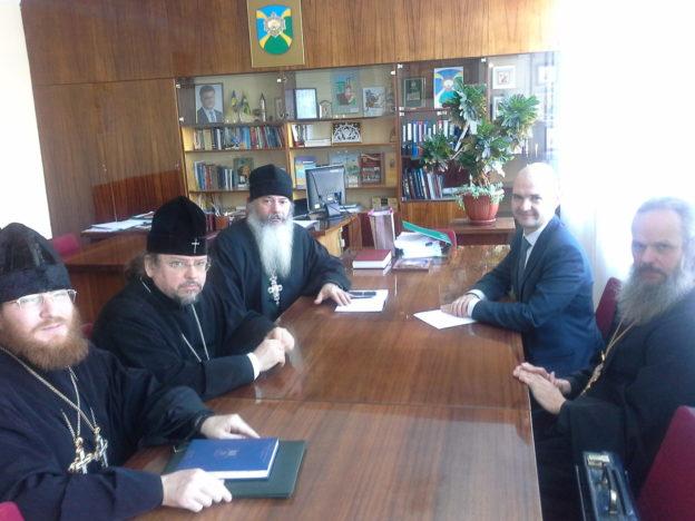 Архієпископ УПЦ обговорив з міським головою Фастова спільні акції та їх висвітлення в медіа-просторі